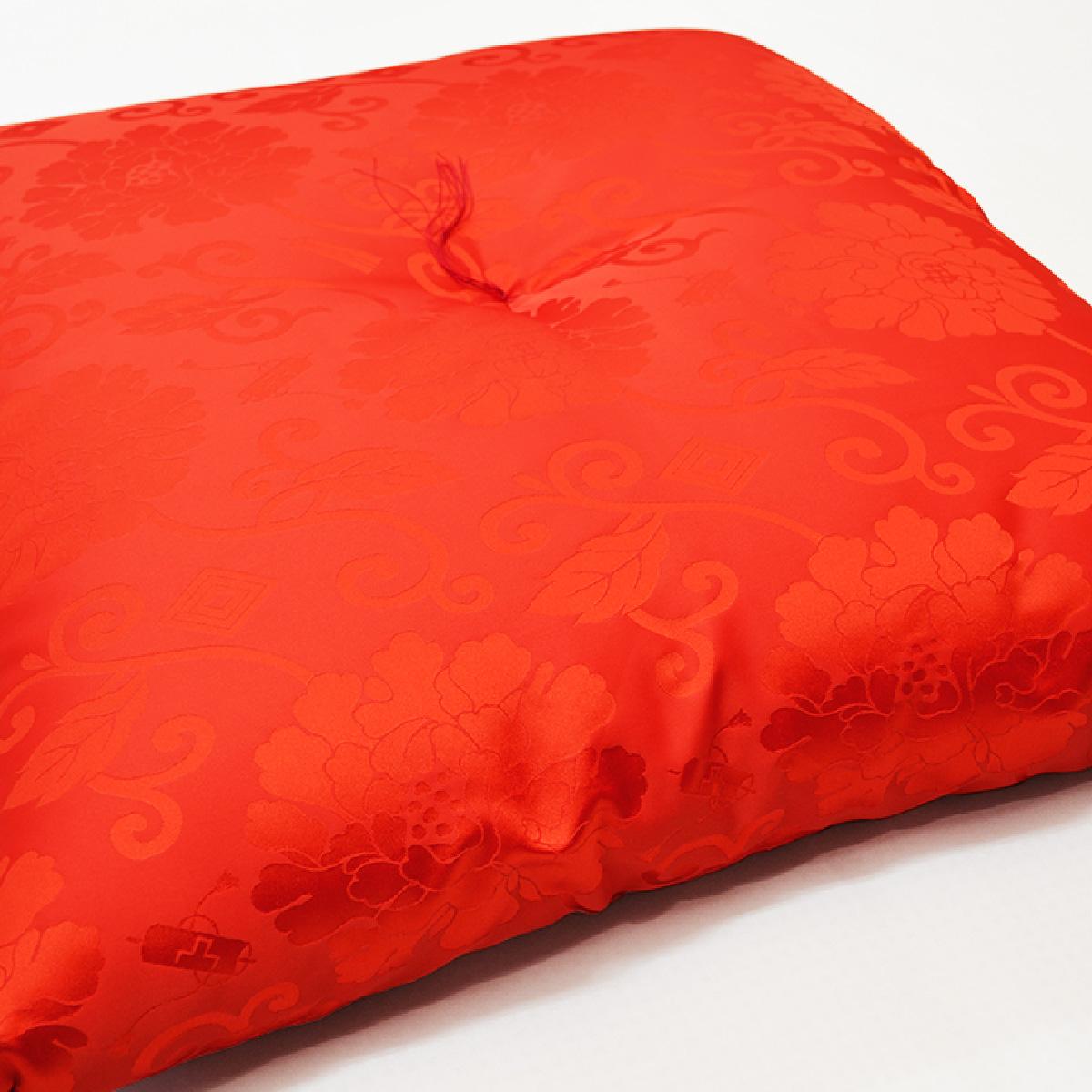 還暦 プレゼント 赤色の座布団 柄について
